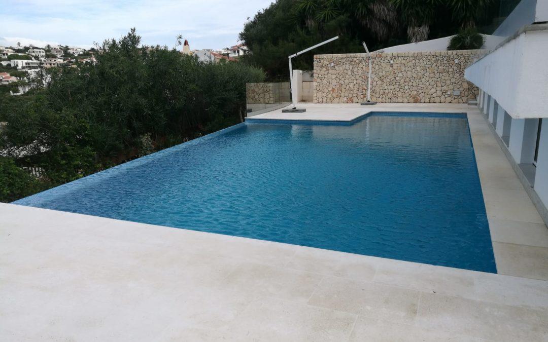Reforma integral de vivienda con piscina
